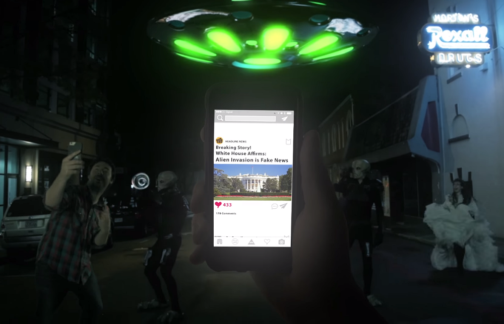 websideview - social media mobile and the aliens are coming